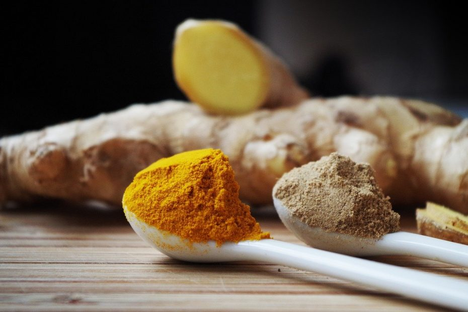 photo of fresh and powdered ginger